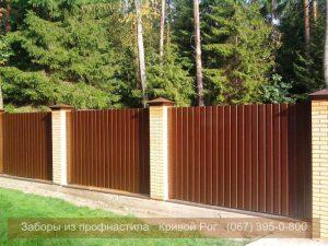 Забор с кирпичной кладкой