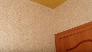 Жидкие обои в интерьере комнаты
